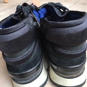 Winter boots, water repellent.