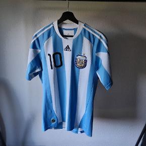 Argentina VM 2010 landsholdstrøje med Messi tryk. Størrelse small.