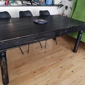 Spisebord med patina. Længde 190cm Bredde 90cm Højde 55cm Super fint botd👍