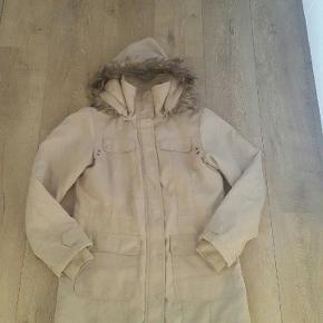 Vero moda jakke str. M Er brugt, men stadigvæk pæn i stand.  Køber betaler porto.