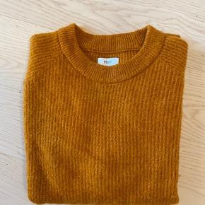 Sælger denne sweater fra envii i den flotteste orange efterårsfarve. Den fejler intet