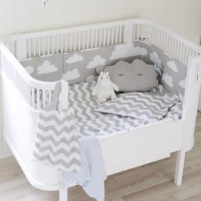 Sebra baby og junior seng i rigtig god stand.  Madrassen er også fra sebra Byd