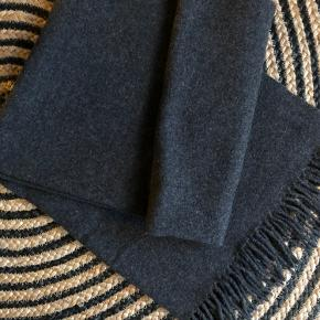 Lækkert blødt uld/ cashmere tørklæde - 70 bredt og 185 lang + frynser 🤍