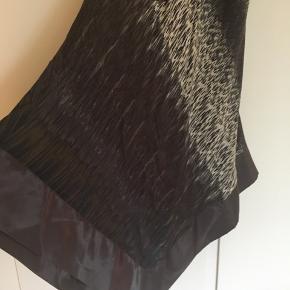 Mørk brun med silkekanter