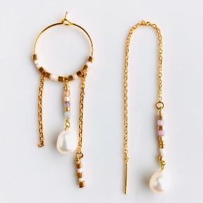 Flot og elegant sæt øreringe der lige nu er super trendy. Lavet i guldbelagte og nikkelfri materialer. Prisen er inkl. porto.