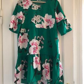 Fin kjole fra envii. Kan passes af en XS/S