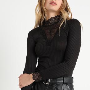 Sælger min pieces bluse  Brugt meget få gange  Passer S-M  Byd gerne
