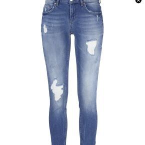 3 par jeans for 50 kr. 'kristen zip jeans' fra Gina tricot og 2 par jeans fra Zara