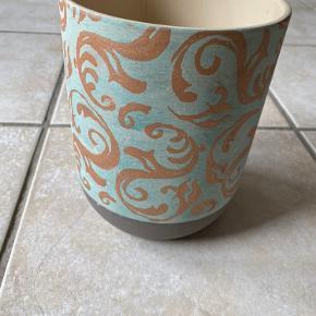Fin vase, højde ca 20 og diameter ca 15.