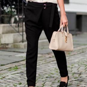 Super fine og velholdte bukser. Ingen huller eller andre fejl.