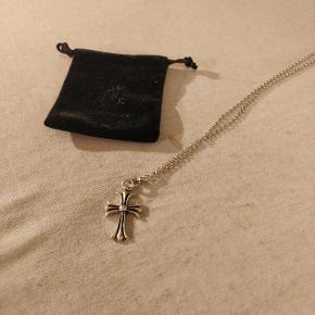 Chrome Hearts halskæde  Nypris på pendant kors: 595$ (4000kr) Nypris på rope chain: 400$ (2500kr) Så en samlet nypris på 6500kr  Medfølger dustbag fra butikken.