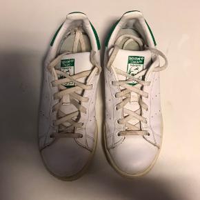 Sælge disse super lækre Stan Smith sneakers da jeg desværre ikke får dem brugt mere. Byd💚💚💚