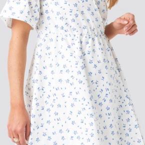 Kjole fra NA-KD Str M Brugt i 3 timer  130 kr inkl fragt med Dao
