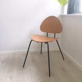 2 stk. spisebordsstole fra Søstrene Grene   Prisen er pr. stk.  Sælges kun samlet - 650 kr.   Helt nye og kun brugt til billeder Stadig med prismærker og så fine  Nypris: 1000.- samlet