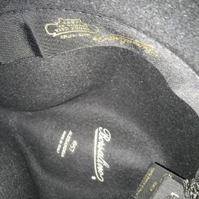 Brand: Borsalino Varetype: Hat Størrelse: L Farve: Sort Oprindelig købspris: 1199 kr. Prisen angivet er inklusiv forsendelse.