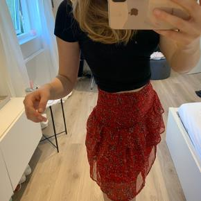 Fineste nederdel fra neo noir  Brugt få gange ingen tegn på slid