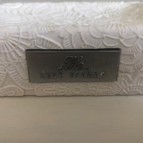 Den fineste sæbeskål fra Lene Bjerre. I perfekt stand, fejler intet.  Er åben for bud og bytter gerne.
