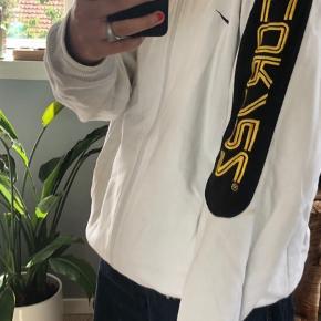 Dette er en vintage Nike zip-up trøje. Den er købt i genbrug