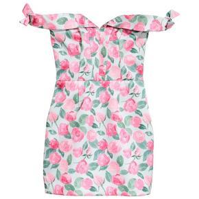 Super sød kjole fra h&m!  Aldrig brugt, kun prøvet på. *Sender ikke, men køber må gerne hente i København*