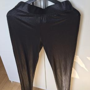 Læderlook leggings 😊 passer S, M og L 😊 sender med dao 🌸