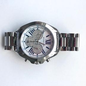 Sælger mit MK ur da jeg ikke får det brugt. Det er blåt indeni. Ekstra led og garantibevis medfølger.