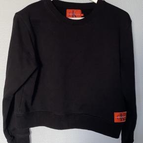 Sælger min trøje fra Calvin Klein.  Trøjen er brugt men har ikke nogle skader eller mangler.  Byd