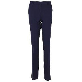 Sælger et par neo noir bukser. De er næsten ikke burgt og har derfor ingen tegn på slid. Byd