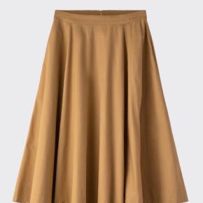 Jeg sælger min fine nederdel fra Moves. Nypris: 500 kr.