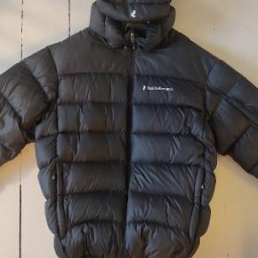 Peak Performance dun vinterjakke. Brugt få gange og i top stand, ingen huller eller slid.  Herre jakke.