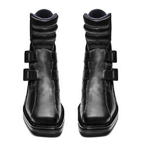 """Acne Studios. Platform """"Maxen"""" Boots Biker Støvler Ankelstøvler  STR 40. De gudeskønne og totalt udsolgte Acne """"Maxen"""" støvler med firkantet tå. Kun brugt en enkelt gang, så i så fin stand. I deres originale boks med pose mm. Købspris 5400kr"""