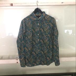 Tommy Hilfiger skjorte i blød tynd bomuld str 10