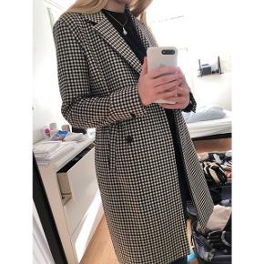 Overvejer at sælge min ternede frakke fra Modström :)  Nypris - 1400 dkk Køb den for halv pris inkl fragt