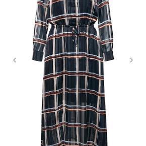In wear kjole str. 40, ny og ubrugt. Tags dog klippet af. Nypris. 899kr Sender gerne med Dao