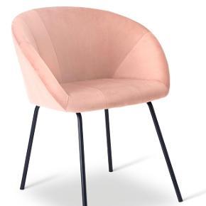 6 stk helt nye og ubrugte spisebordsstole i rosafarvet velour med sorte metalben. Sælges samlet for 5.900,-