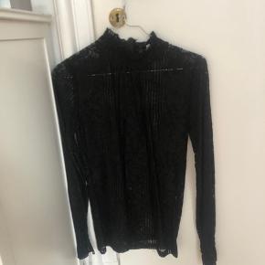 Sælger denne fine blonde bluse fra chiquelle, den er aldrig brugt, kun prøvet på.  Mp 100kr