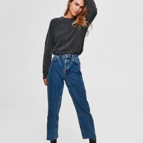 Højtaljede mom jeans. Str. 28/32 (jeg er 180 cm høj). 100% bomuld