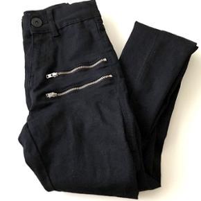 Fede jeans fra mærket RÅ. Aldrig brugt. Np 380kr.