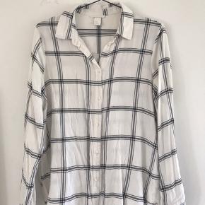 Fin skjorte fra h&m med stribet mønster :)