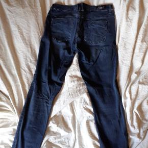 Mørkeblå jeans str 30/32 Kun vasket 1 gang og prøvet Byd!!