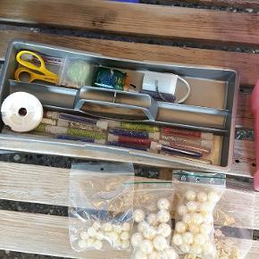 Perler helt små glas og andre forskellige slags med kasse