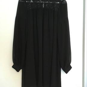 Fin sort kjole i god stand :-)