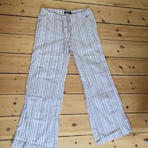 Hør-lignende bukser fra Only, købt i genbrug, passer S.