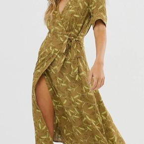 Virkelig smuk og sommerlig slå om kjole/wrap dress fra & Other Stories Aldrig brugt