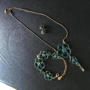 Varetype: Smykker Størrelse: Alm Farve: Blå Oprindelig købspris: 600 kr. Prisen angivet er inklusiv forsendelse.  Bytter ikke.