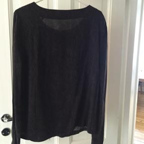 Rigtig fin Nümph skjorte str 36. Kun brugt få gange. Mønster i sort og mørkelilla.  Nypris 400 kr   Kan sendes eller afhentes i Rødovre.