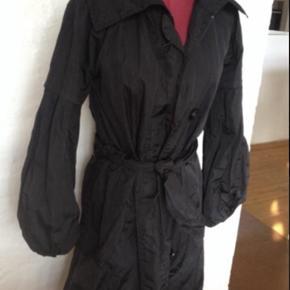 Skøn jakke fra Whiite med bindebælte - #30dayssellout