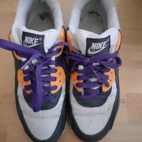 Fede Nike Sneakers. Brugt 5-8 gange, men må erkende at de er lidt for små til mig.