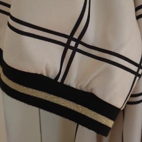 Lacony kjole str xxl som svarer til 48. Ny og stadig med tag