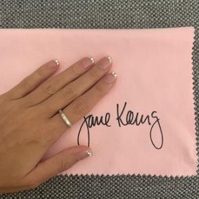 Jane Kønig skruering - ca. str. 50/51. Ringen er aldrig brugt og en udgået model, som dengang kostede 550 kr. fra ny. Prisen er eksklusiv fragt!