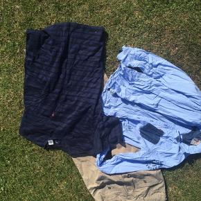 Bukser str 16, nsn Skjorte str 14, gmb Tshirt hedder l, men passer med det andet- vasket aldrig brugt